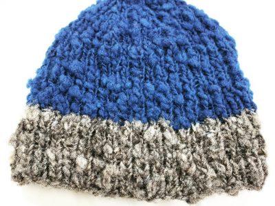 ウチの羊毛で編んだ帽子をもらいました。ありがとうございました。青い部分は藍染で、グレーの部分はチェビオットの地毛だそうです。#merrychristmas